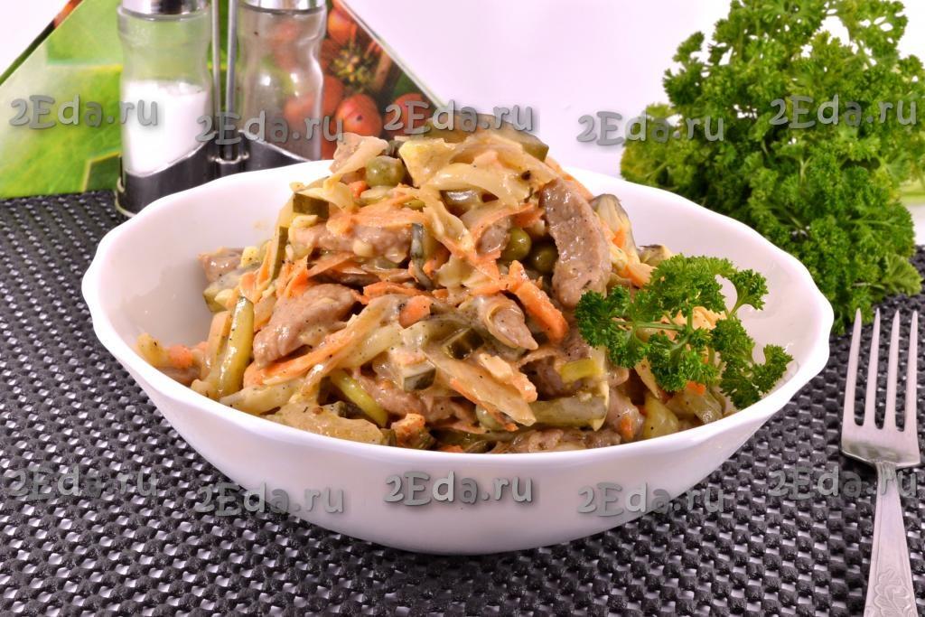 салат мясной с маринованными огурцами