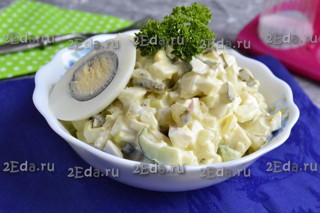 Простой салат из вареных яиц