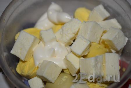 Фаршированные половинки яиц сыром и чесноком - рецепт пошаговый с фото