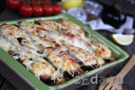 Запекать горбушу с рисом и овощами в разогретой духовке, примерно, 20 минут при температуре 220 градусов. За это время рыбка приготовится, сыр расплавится и образуется аппетитная корочка. Очень вкусное и сытное блюдо получилось.
