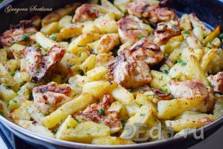 Куриная грудка под картофелем и майонезом зажаренная в духовке - рецепт пошаговый с фото